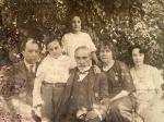 Santa Rosa, década de 1910. Al centro Luis Badía y su esposa, junto a sus nietos y un hijo. Colección Noemí Monmany.