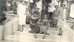 Santa Rosa, década de 1920. Mujeres en Plaza Mitre. Colección Noemí Monmany.